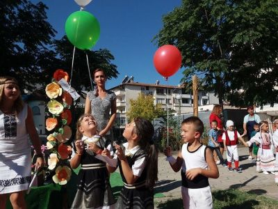Честит първи учебен ден - ДГ Пролет - Сандански